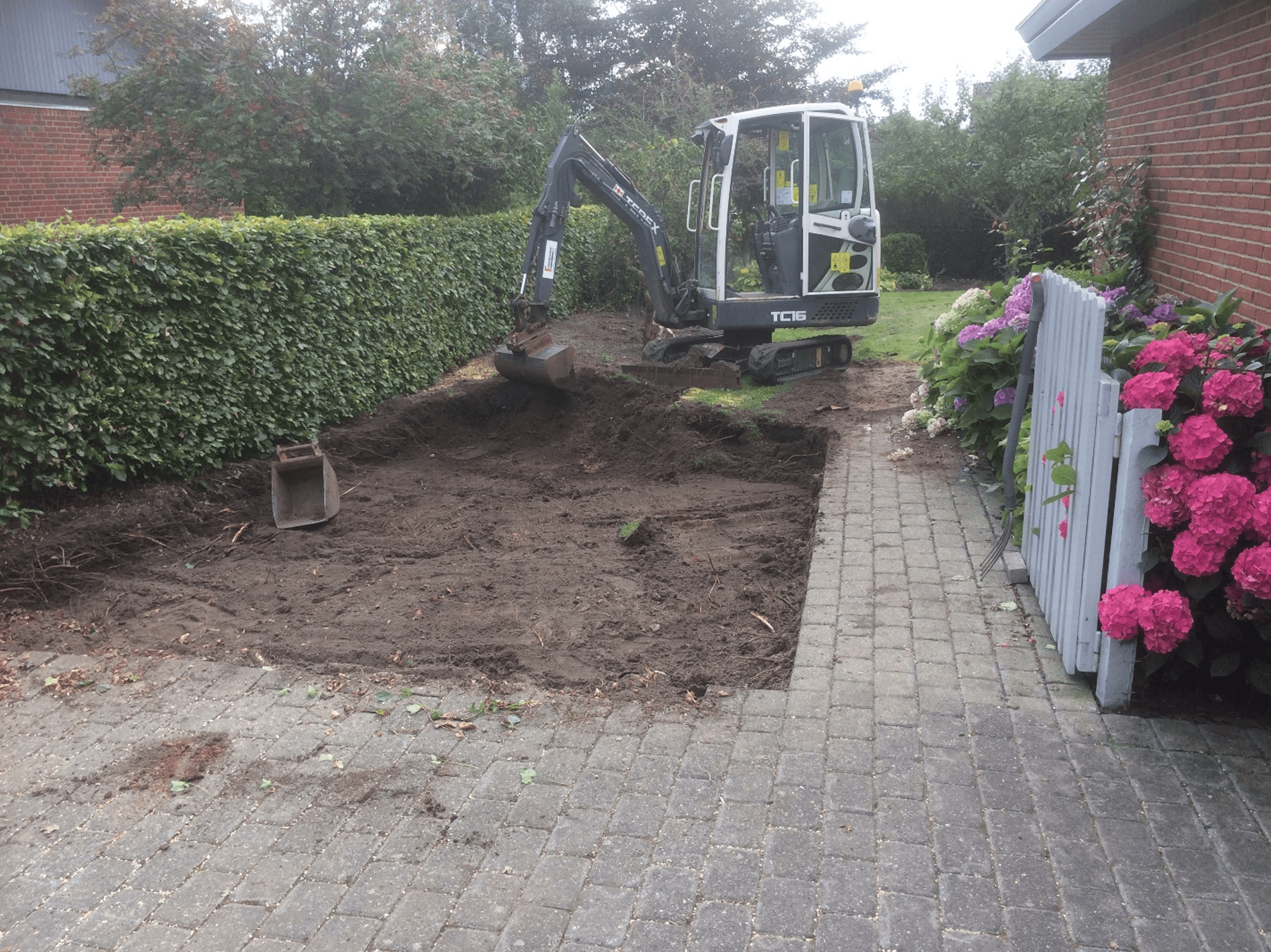 Udgravning til ny indkørsel