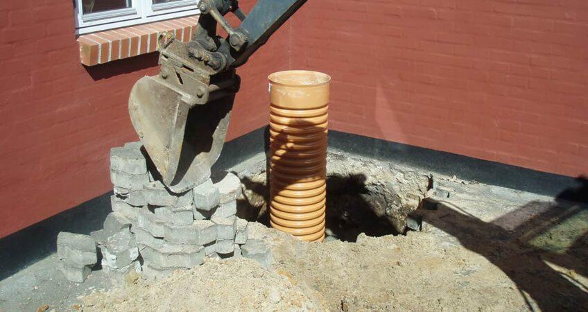 Fjerne gammel betonbrønd